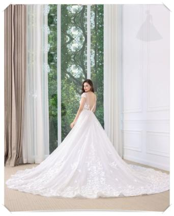 Suknia ślubna koronkowa model liniaA