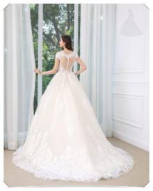 Suknia ślubna koronkowa model princessa